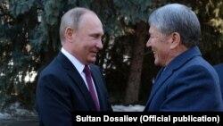 Алмазбек Атамбаев жана Владимир Путин.