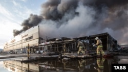 Гасіння пожежі в торговельному центрі «Адмірал» у Казані, Татарстан, Росія, 11 березня 2015 року