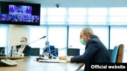 Премьер-министр Армении Никол Пашинян принимает участие в саммите Восточного партнерства в режиме видеоконференции, 18 июня 2020 г.