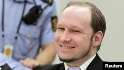 Андэрс Брэйвік у судзе, 21 чэрвеня 2012 году