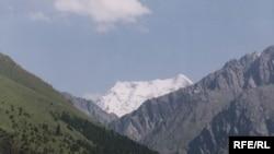 Кыргызстанда тоолор арасында үч миңден ашык көл бар.
