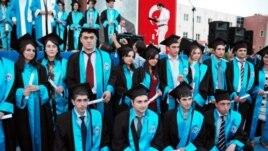 Qafqaz Universitetinin məzunları. Foto: www.qu.edu.az