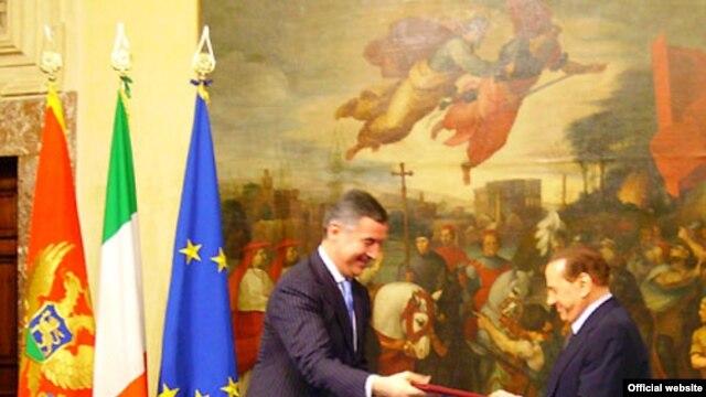 Milo Đukanović i Silvio Berluskoni nakon potpisivanja strateškog Sporazuma o saradnji, 6. februara 2010 u Rimu.