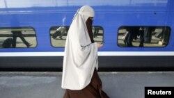 Muslimanka koja se u Francuskoj borila za nošenje nikaba, april 2011.