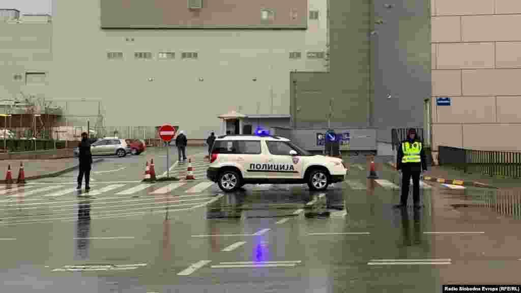 МАКЕДОНИЈА - Вработен во Агенција за обезбедување кој го обезбедувал ТЦ Сити мол заработи обвинение за лажното пријавување дека има бомба во трговскиот центар, минатата недела.