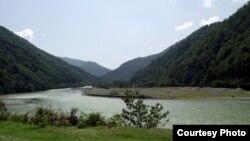 Экологи опасаются, что в результате строительства ГЭС в реке Ачарисцкали может не остаться достаточного количества воды для удовлетворения нужд населения, проживающего вдоль реки