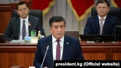 Kyrgyz President Sooronbai Jeenbekov speaking in parliament on April 11.