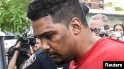 Поліція супроводжує підозрюваного у наїзді на людей у Нью-Йорку, США, 18 травня 2017 року