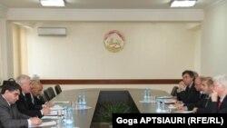 ჟენევის დისკუსიის თანათავმჯდომარეები ცხინვალში 2012 წლის 8 მაისს