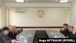 ჟენევის დისკუსიის თანათავმჯდომარეები ცხინვალში, 2012 წლის 8 მაისი