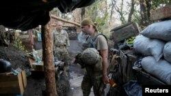 Українські військові на позиції біля Красногорівки, що неподалік Донецька (архівне фото)