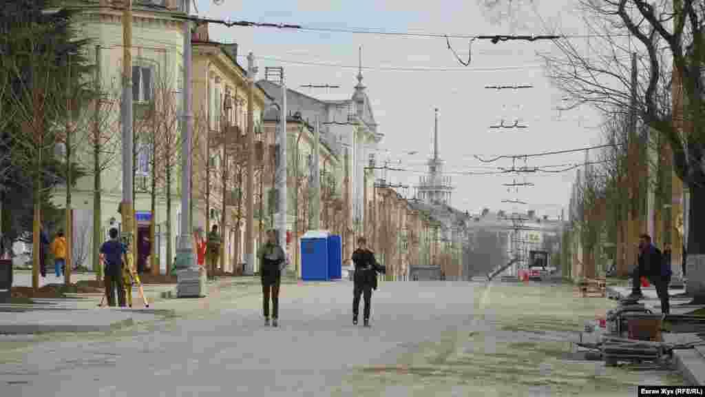 На Большой Морськой – одній з центральних вулиць міста – триває ремонт