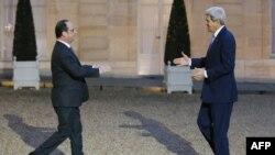 Fransa prezidenti François Hollande ABŞ Dövlət katibi Jhon Kerry ilə görüşərkən