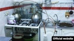 ابزارهای ساخت عرق خانگی در یکی از کشفیات پلیس/ عکس تزئینی است