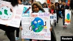 კლიმატის დამცველი მოსწავლეების დემონსტრაცია ნიუ-იორკში. 2019 წლის მარტი