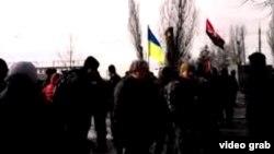 Слика од преносот во живо по експлозијата на маршот во Харкив.