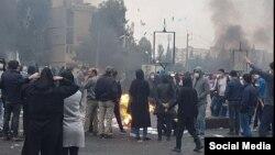 در اعتراضات آبان ۹۸، خشونتهای گسترده کمسابقهای از سوی پلیس و نیروهای امنیتی نسبت به مردم گزارش شد.