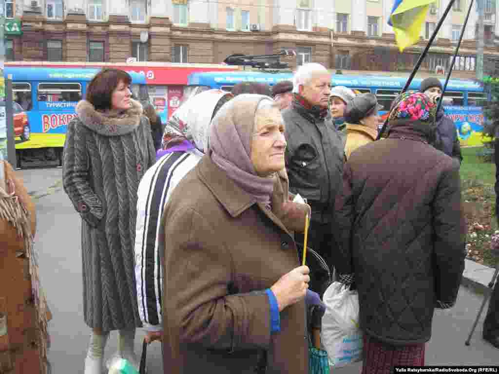 Ukraine -- Ukrainian citizens mourn Holodomor victims, Dnipropetrovsk, 23Nov2013