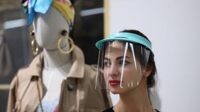 Prodavačica u moskovskoj radnji sa zaštitnom maskom na poslu, 26. mart, 2020.