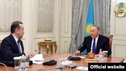 Председатель комитета национальной безопасности Казахстана Карим Масимов (слева) на приеме у президента Казахстана Нурсултана Назарбаева. Астана, 15 февраля 2018 года.