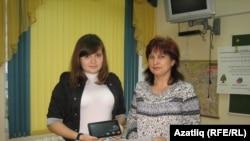 Гөлназ Габбасова укытучысы Рәсилә Габдрахманова белән