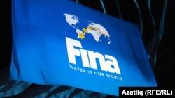 Флаг Международной федерации плавания (FINA).