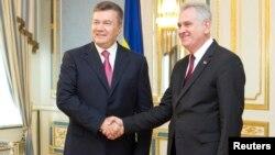 Претседателот на Србија Томислав Николиќ на средба со украинскиот претседател Виктор Јанукович.