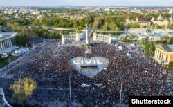 Vedere aeriană de la o demonstrație împotriva noii legi a învățămîntului academic la Budapesta