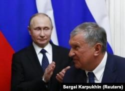 Владимир Путин мен Игорь Сечин. Мәскеу, 26 наурыз 2018 жыл.