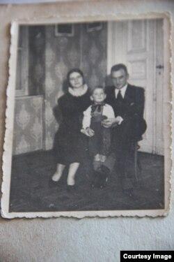 Родина Поповичів у Варшаві