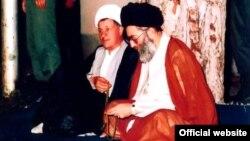 Алӣ Хоманеӣ (аз рост) ва Алиакбар Ҳошимии Рафсанҷонӣ