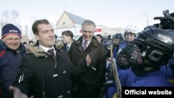 Варис Медведев Казандагы 19 мәктәптә яшь хоккейчылар белән аралашты