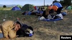 Мигранты на македонско-греческой границе. 21 августа 2015 года.