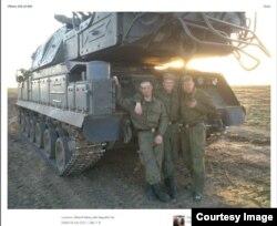 Військовослужбовці 53-ї зенітно-ракетної бригади з Курська на фоні установки «Бук»