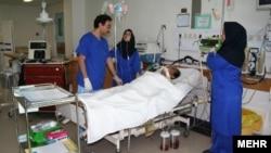 از ۴۰۰ دانشجوی مسموم شده در خوابگاه پسران یزد ۲۵۱ نفر به بیمارستان منتقل شدهاند