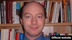 Гарвард университетинин алдындагы Дэвис борборунун улук изилдөөчүсү, доктор Дм. Горенбург