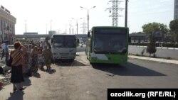 Шу кунларда Тошкент автобус бекатларида йўловчилар одатдагидан кўра гавжумроқ.