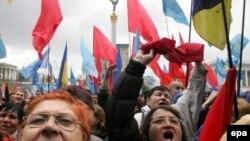 В интервью иностранным журналистам Ющенко заявил, что сроки проведения досрочных парламентских выборов могут быть предметом переговоров политических сил