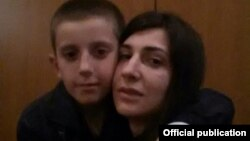 Pranvera Abazi, e ribashkuar me të birin, Erion Zena.