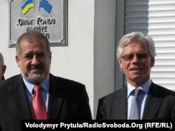 Кнут Воллебек (праворуч) і Рефат Чубаров у Сімферополі, 13 жовтня 2011 року