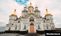 Преображенський собор (збудований у 2011–2013 роках) на території Почаївської лаври