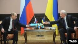 Владимир Путин и Николай Азаров, Киев, 27 апреля 2010 г