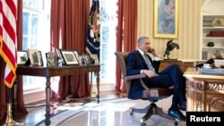Barack Obama në zyrën e tij në Shtëpinë e Bardhë