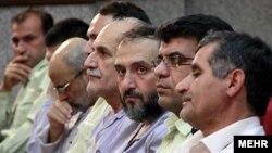 محمد علی ابطحی، معاون سابق ریاست جمهوری و عضو مجمع روحانیون مبارز در دادگاه متهمان به انجام کودتای مخملی