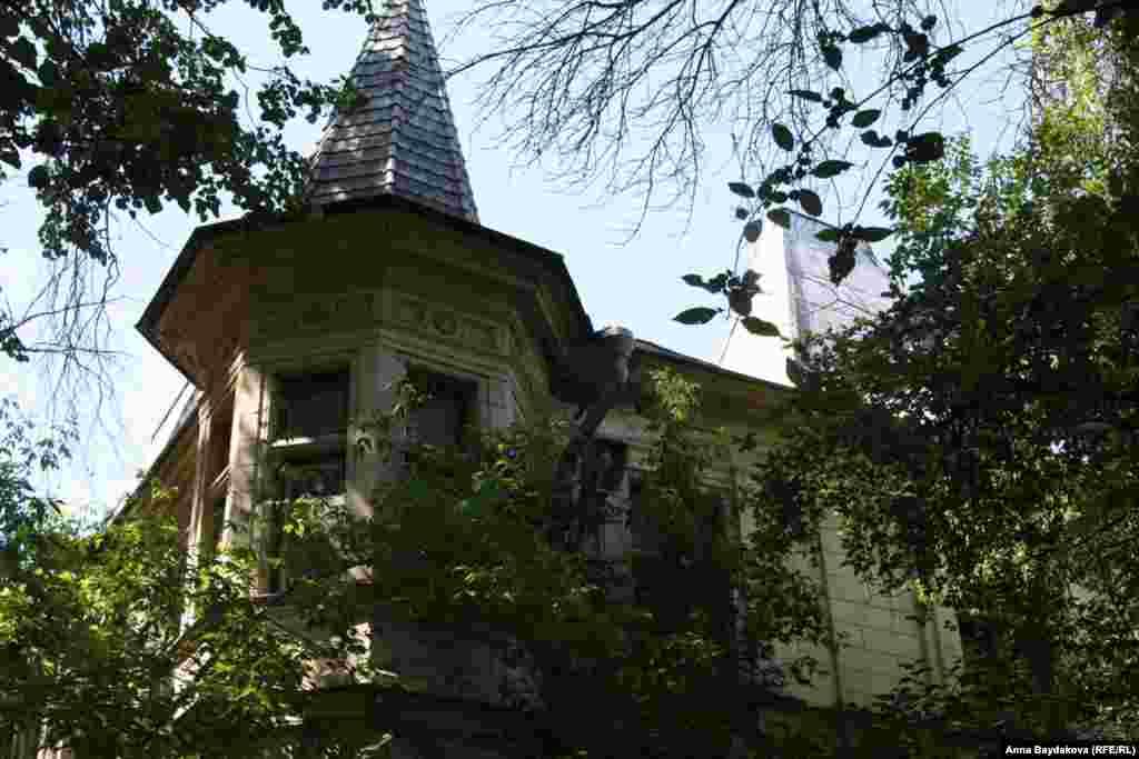Особняк Снегирёва, улица Плющиха, дом 62, строение 2.