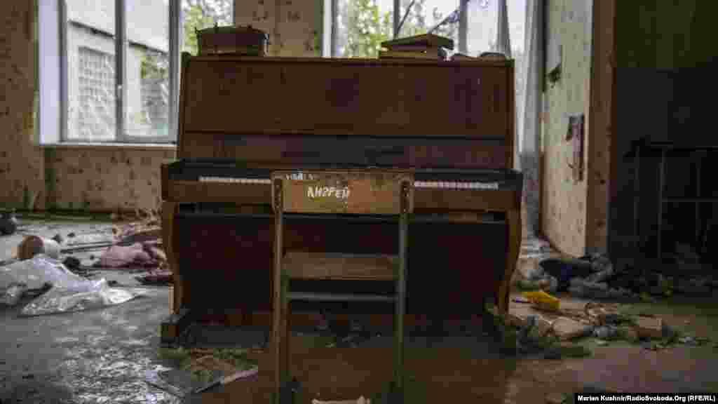Покинуте піаніно ще в робочому стані