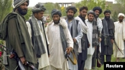 Талибанци доброволно предаваат оружје во Херат