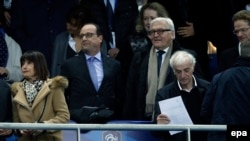Gjatë ndeshjes Francë-Gjermani, ku ka qenë i pranishëm edhe presidenti francez, Francois Hollande, dhe zyrtarë të tjerë...