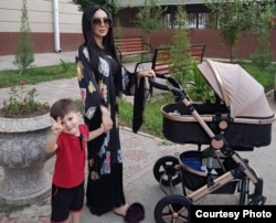 Зулайхо Махмадшоева с детьми