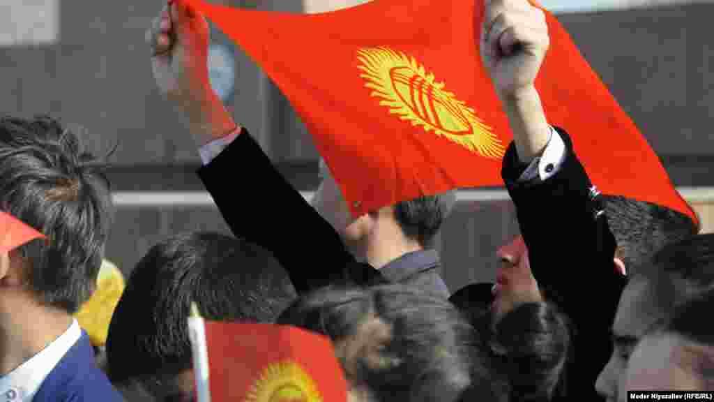 """Кыргызстанда """"Туу жөнүндө"""" мыйзам 1992-жылдын 3-мартында кабыл алынган. Анын авторлору - Эдил Айдарбеков, Бекбосун Жайчыбеков, Сабыр Иптаров, Жусуп Матаев жана Маматбек Сыдыков."""